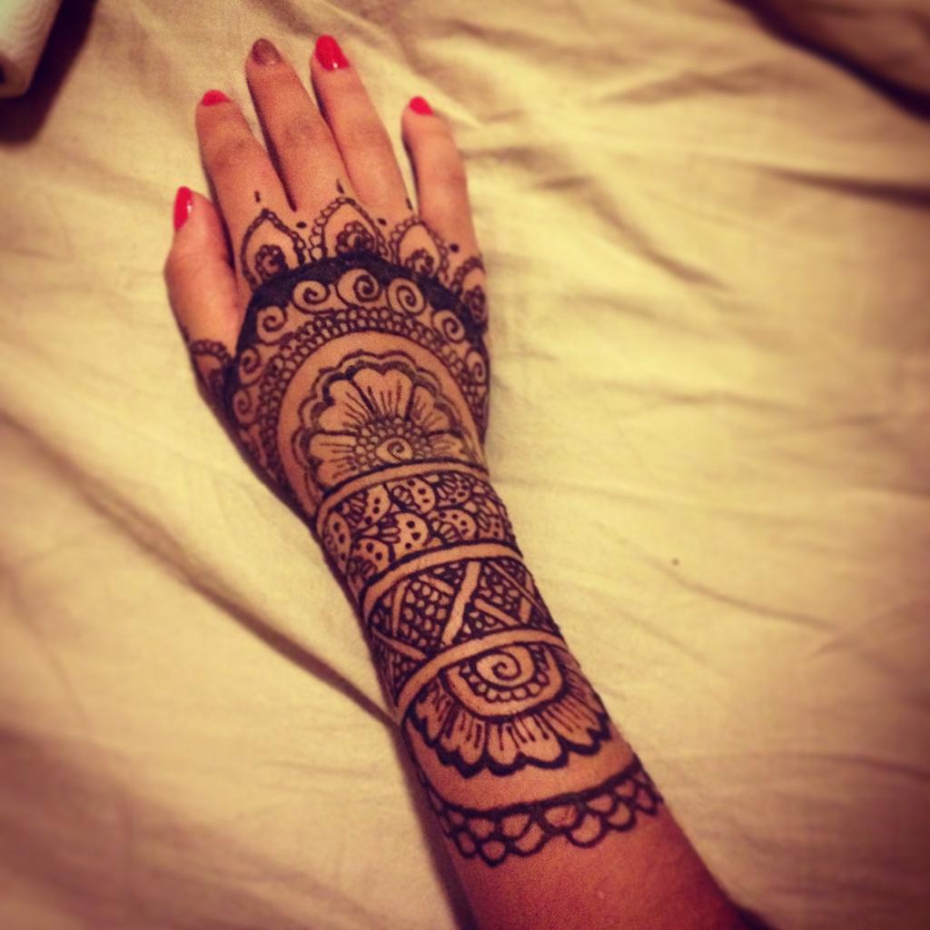 Tatuajes de henna impronta en la cultura rabe danzasafran - Tatuajes de pared ...
