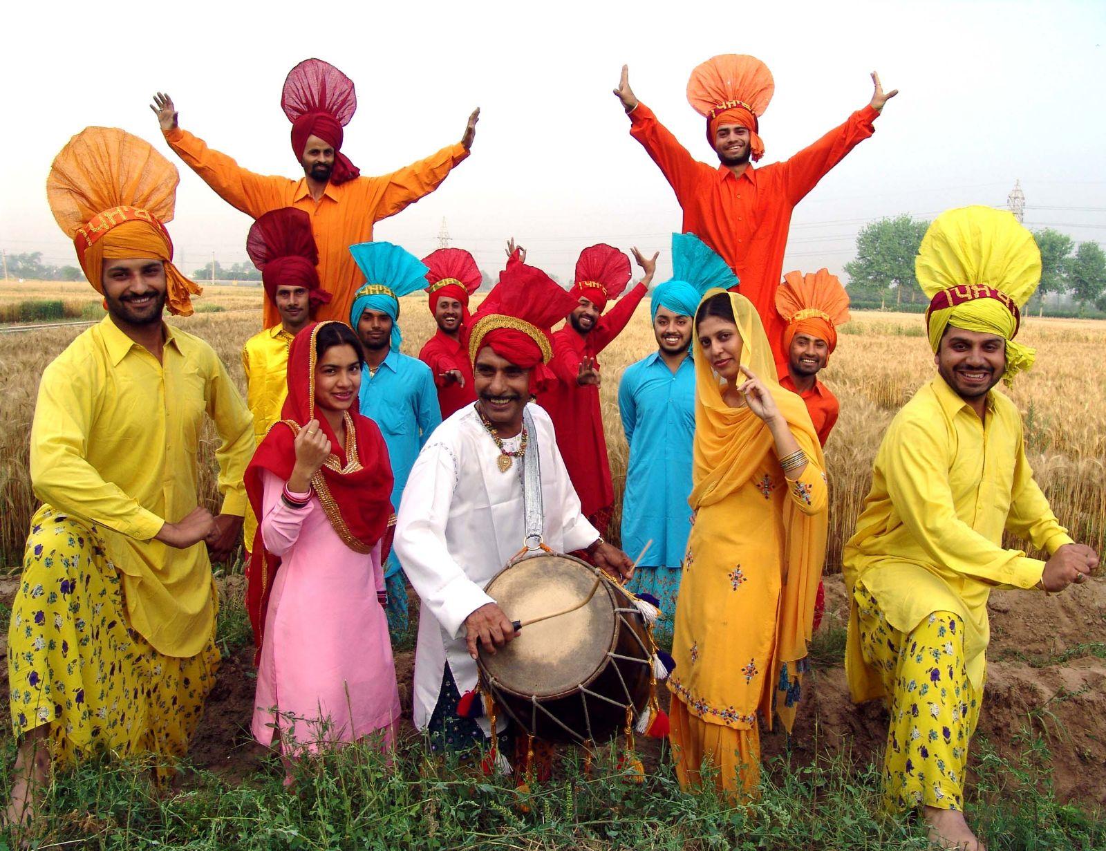 Bailarines de Danza Bhangra