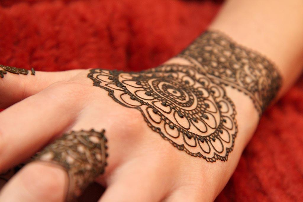 Tatuajes de henna: impronta en la cultura árabe