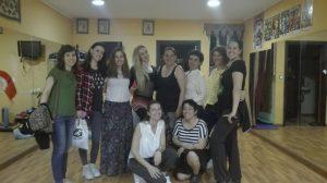 En una clase de danza oriental con Helena Rull
