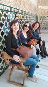 Sonrisas de felicidad en un rincón precioso de la Alhambra :)
