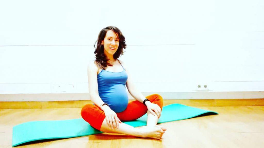 La imagen tiene un atributo ALT vacío; su nombre de archivo es embarazo-danza-del-vientre-bollywood-stretching-1024x575.jpg